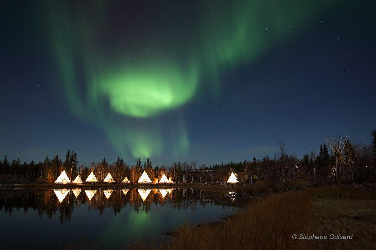 Los Cielos de Amrica, Yellowknife Auroraaurora village