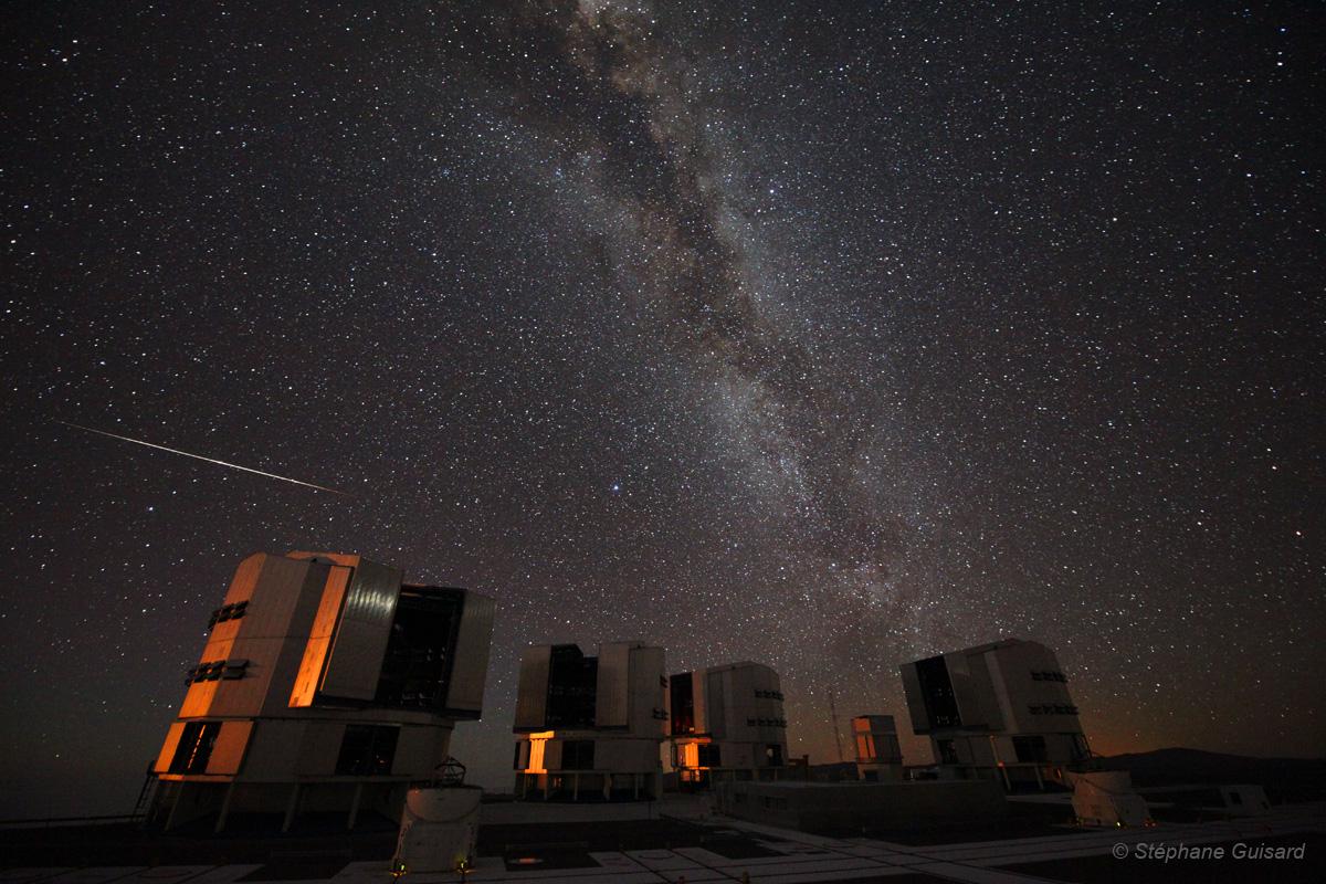 Superbe vidéo des nuits du VLT richement peuplées d'étoiles